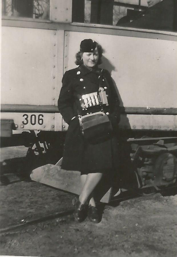 Gdańska konduktorka, 1943 r.  Zdjęcie ze zbiorów Macieja Lisickiego