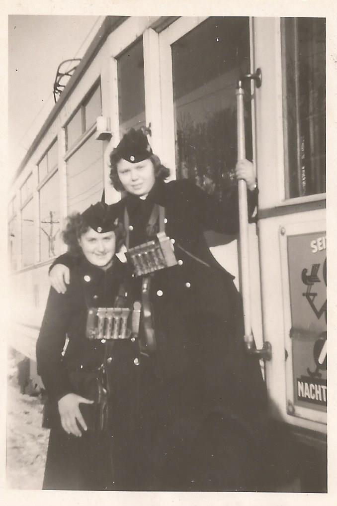 Gdańskie konduktorki, 1943 r. Zdjęcie ze zbiorów Macieja Lisickiego