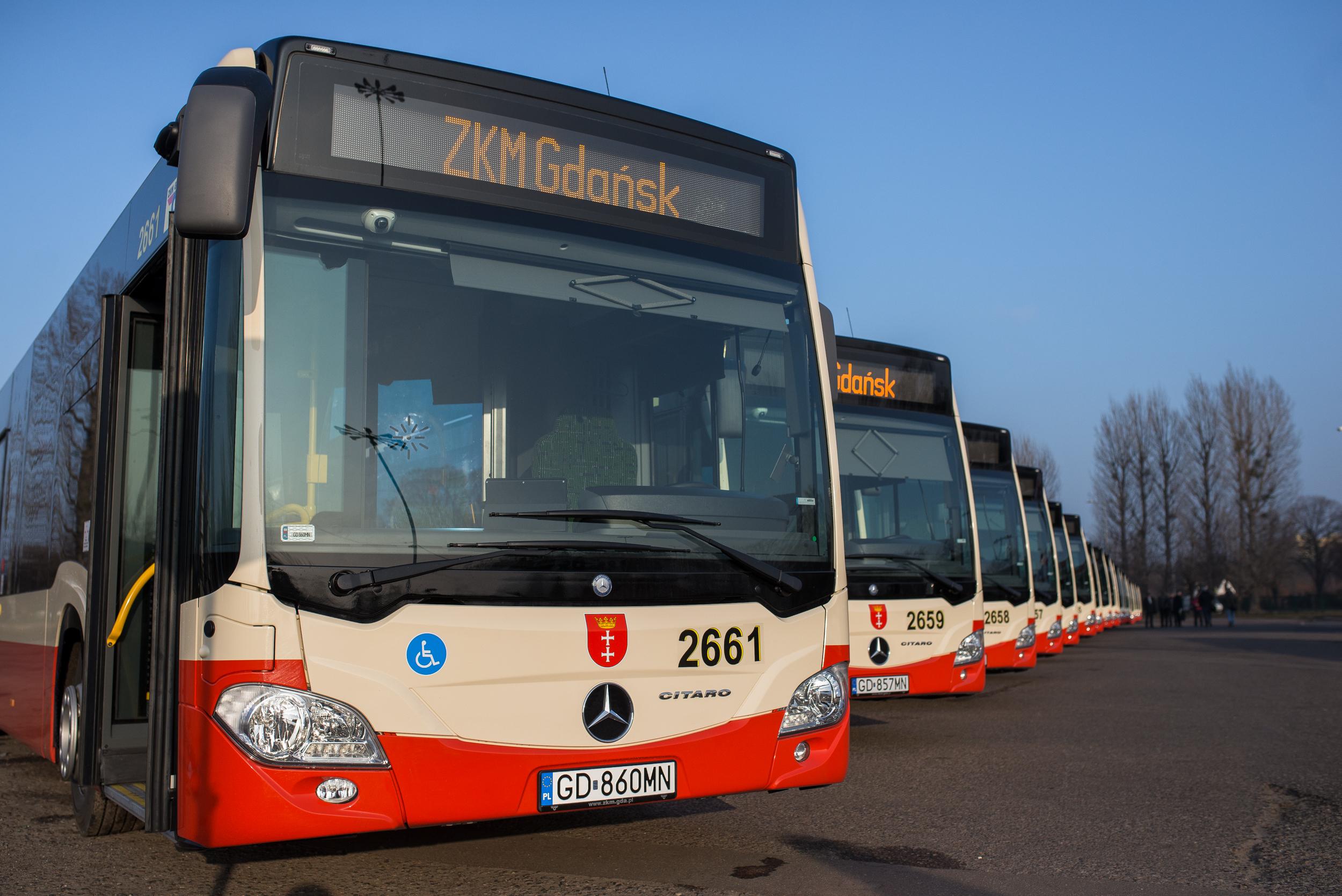 Prezentacja nowych autobusów Citaro. Zajezdnia autobusowa ZKM przy ul. Hallera.